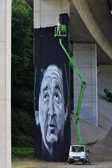 13_hendrik-beikirch-ecb-call-me-a-dreamer-loerrach-2011-mural