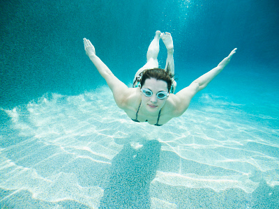 Young attractive woman diving in swimming pool. ©Media Bakery #TET0072536