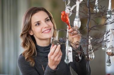 Media Bakery ID: FAN0069453 Woman decorating christmas tree