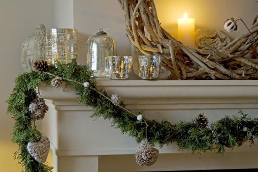 Media Bakery ID: lnu0244608 Fireplace, Christmas, garland