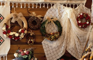 Media Bakery ID: OIV0002748 Traditional wreaths and embroidery
