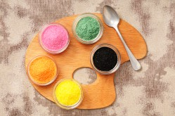 Media Bakery ID: FCL0073316 Coloured sugar in small pots on a palette