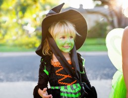 Media Bakery ID: CUL0111689 Child in witch costume