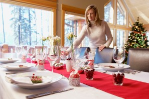 Media Bakery ID: FAN0021261 Setting a table for Christmas dinner