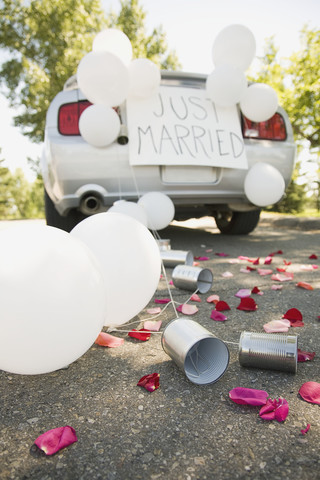 Car decorated for wedding --- Image by © Marnie Burkhart/Corbis